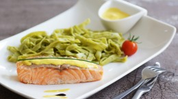 pavé de saumon sauce hollandaise et pâtes 5