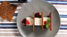 dessert-parfait-glace-prunes-caramel